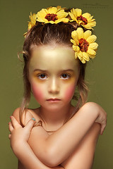Hada (Explored) (Malia Len ) Tags: flowers portrait flores colors face yellow canon children 50mm kid infant retrato cara luca colores nia amarillo fairy infantil pequea hada mlia malialeon