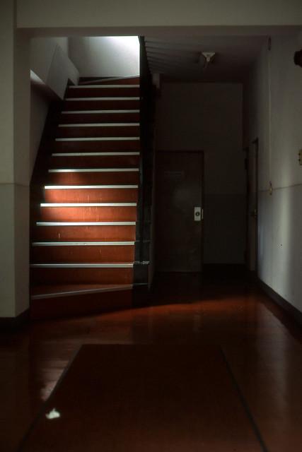 雑居ビルの入り口
