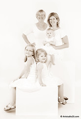 6914_Artstudio23 (Artstudio23.com) Tags: girls portrait people baby white 3 girl sisters children photography fotografie child dress sister innocent kinderen kind photostudio portret pure wit zusje meisje puur kleren mensen fotograaf fotostudio zusjes onschuldig artstudio23 hansvannunen meisejs