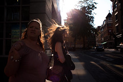 (Che-burashka) Tags: street people london backlight candid 28mm flare 5d f18 flair londonist canonef28mmf18usm coventgardenwomanwomenhairback