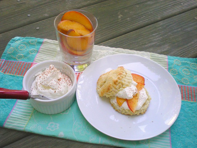 Shortcake with Peaches and Cream