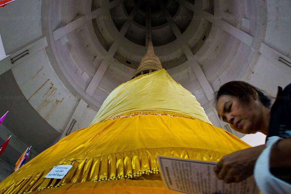 Praying @ Kaytum Wadee, Samut Sakhon, Thailand