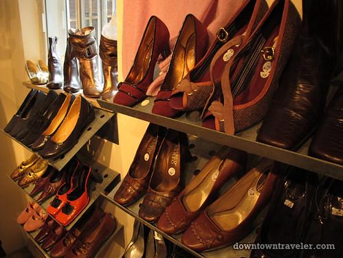 Friperie et bijoux thrift store in Montreal 3