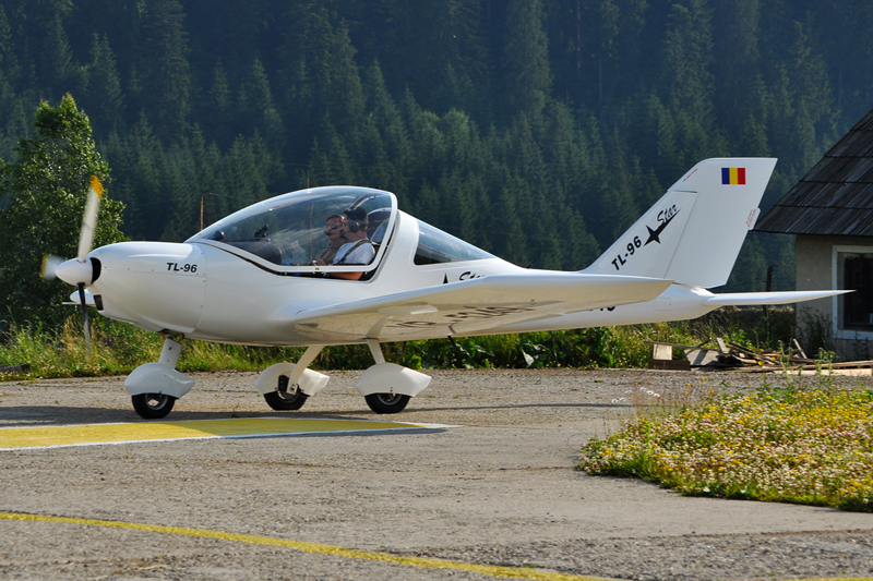Suceava, Vatra Dornei - Aerodromul Floreni (LRFL) - Pagina 6 5919750898_06da9e4ab1_o