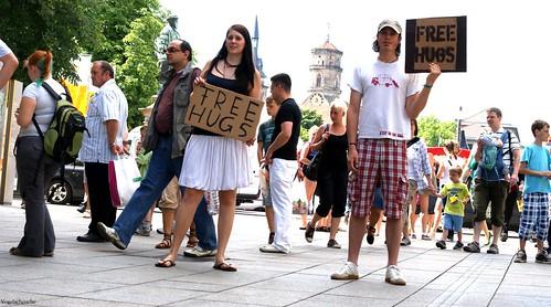 Aline und ich beim Free Hugs (Photo: Vogelscheuche / dead-hands.de)