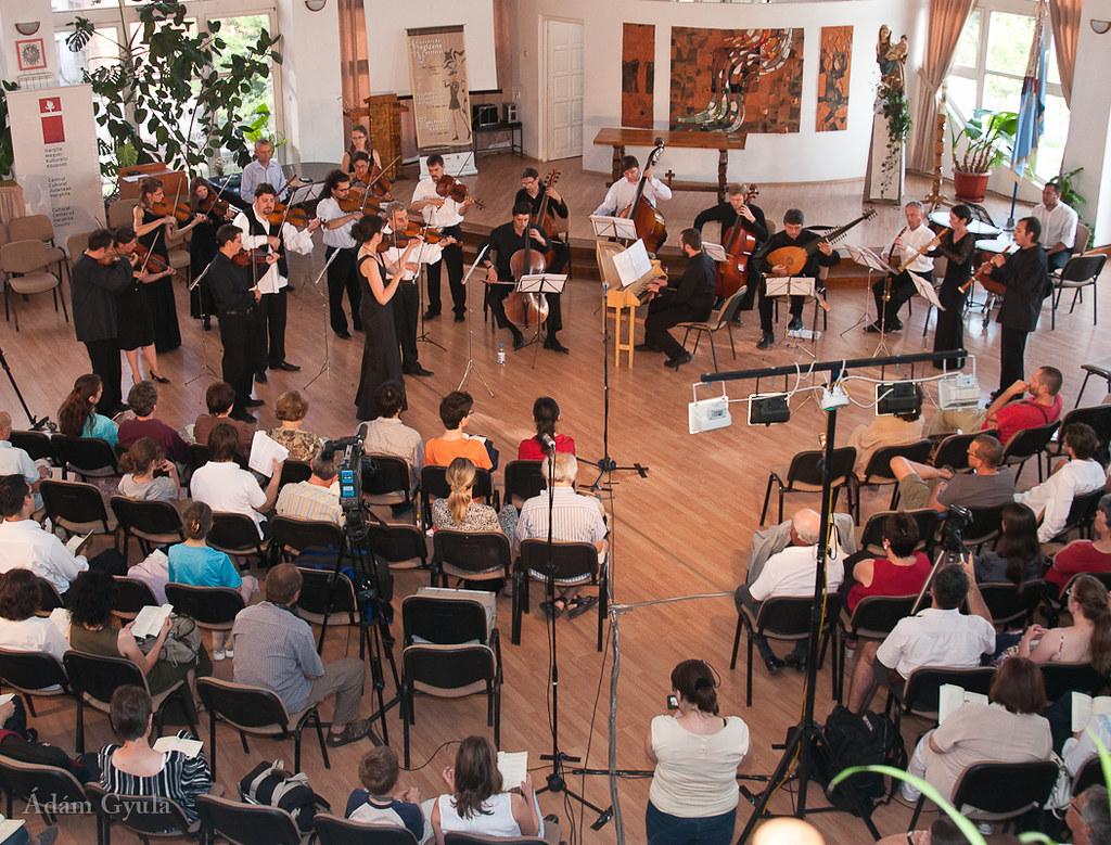 Baroque Festival Orchestra  Artistic director: ULRIKE TITZE (violin)