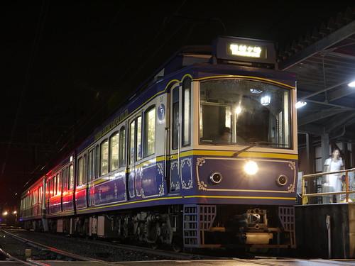 江ノ電10F+2002F稲村ヶ崎行き最終電車@長谷