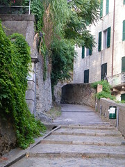 7] Savona (SV): a tre passi dal centro.  foto (mpvicenza) Tags: scale italia liguria sv savona bellitalia desafiourbano anticando fotopedia savonacitt savonacentro 1212152102831 savonac