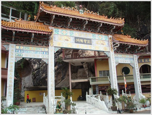 Sam Poh Tong Temple Arch