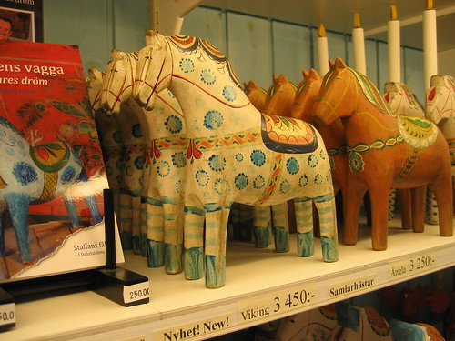 New vintagey look Dala Horses