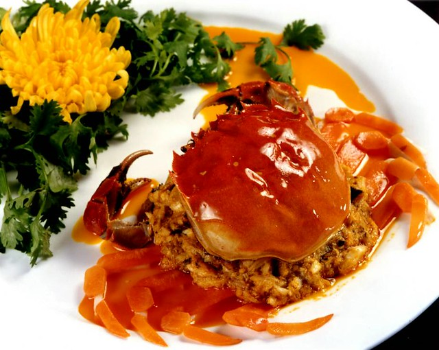 蟹料理「王宝和」で上海蟹フルコース 往復送迎付き