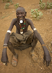 Dassanach old man with labret - Omorate Ethiopia (Eric Lafforgue) Tags: artistic culture tribal ornament tribes bodypainting tradition tribe ethnic rite tribo adornment pigments ethnology tribu omo eastafrica äthiopien etiopia ethiopie etiopía 9263 エチオピア etiopija ethnie ethiopië 埃塞俄比亚 etiopien etiópia 埃塞俄比亞 etiyopya אתיופיה nomadicpeople эфиопия 에티오피아 αιθιοπία 이디오피아 種族 етиопија 衣索匹亚 衣索匹亞 peoplesoftheomovalley