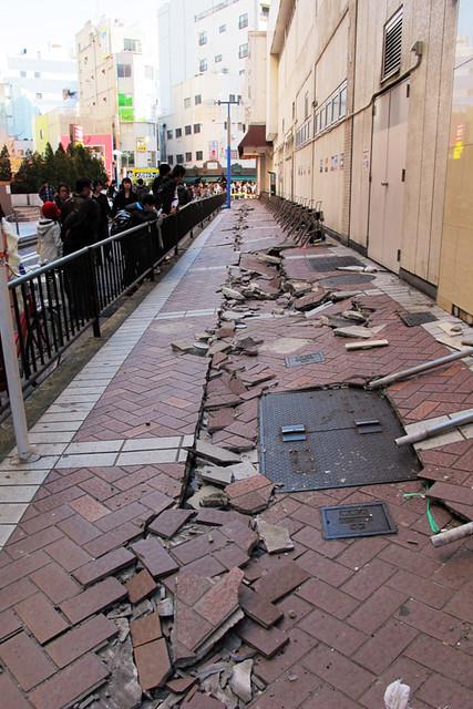 110313_150843_横浜_地震爪痕