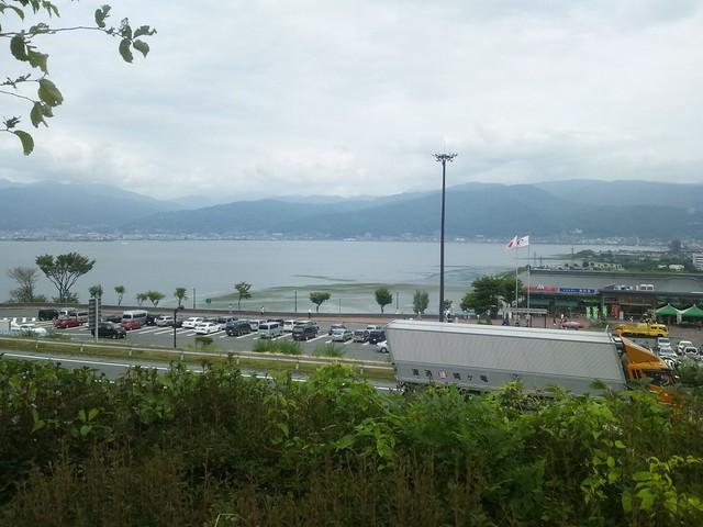 サービスエリアから諏訪湖を望むの写真