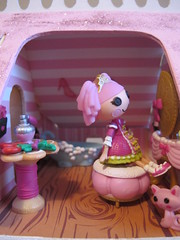 Bathroom (Sugar Balloon) Tags: house doll mini puzzle dollhouse creatology lalaloopsy