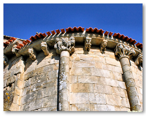 Cachorrada da igreja de Longos Vales by VRfoto