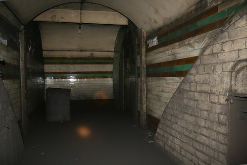 Side passage from lifts to platforms