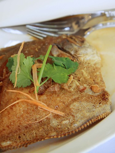 Deep-Fried Pomfret with Black Soya Sauce