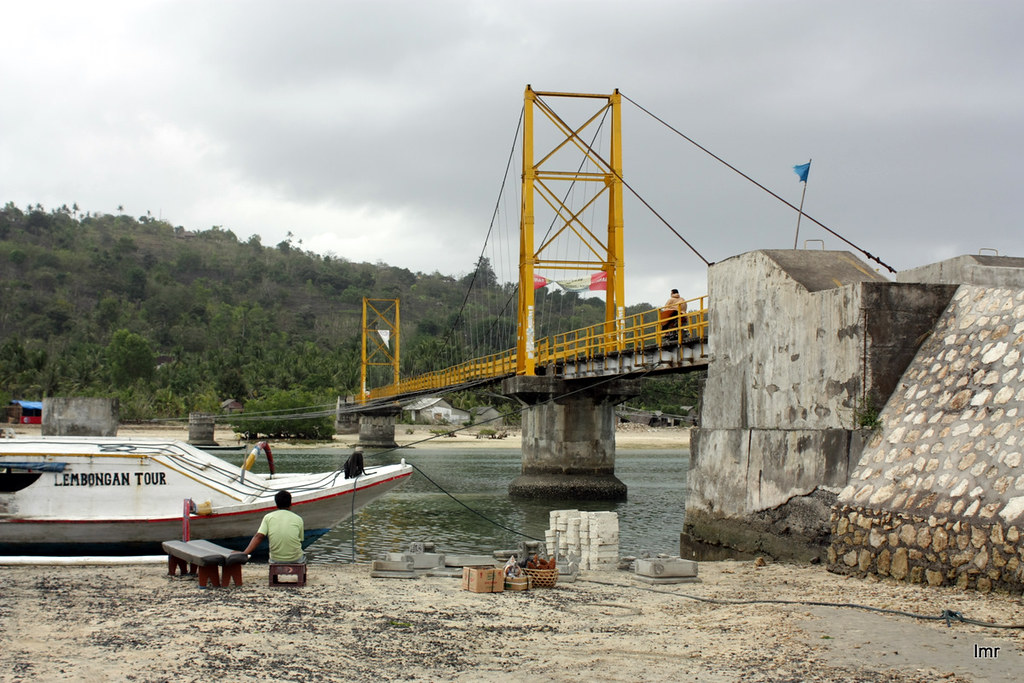 Bridge to Ceningan