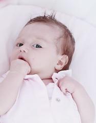 Benvenuta Alice ! (Borbuletachiara) Tags: babies alice rosa occhi sguardo dolcezza bellezza bimbi neonati pimk manine