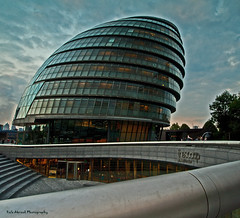 City Hall (Rafe Abrook) Tags: city london thames architecture hall office cityhall wideangle olympus southbank e3 scoop leadinlines 918mm