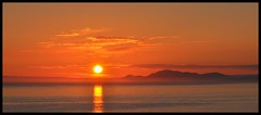 dol-fodha-na-grine (Senaid) Tags: pink sunset summer orange skye evening scotland interestingness nikon july highland hues loch minch waternish trumpan uists explored d5000 dubhard