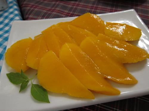 tourne fresh mangoes