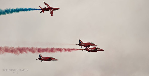 Red Arrows Missing Man Formation RIAT 2011 by TCR4x4