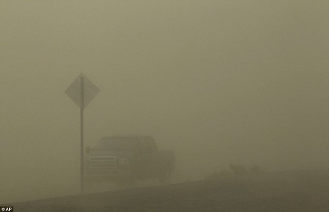 Day the sky turned brown 3,000ft high dust cloud rolls across Arizona AGAIN  6