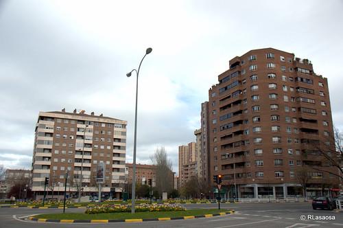 Edificios de viviendas en la la Avenida de La Rioja vistos desde la Avenida de Pío XII