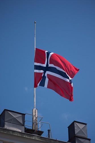 Norsk flagg på Egertorget / Norwegian flag Egertorget