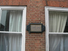 Photo of George Gordon Byron grey plaque