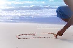 ~       } (S h i 6 o 0 o n a ~) Tags: love beach honeymoon hand heart husband maldives hamad