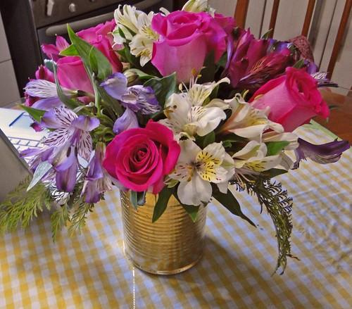 Astromélias e rosas