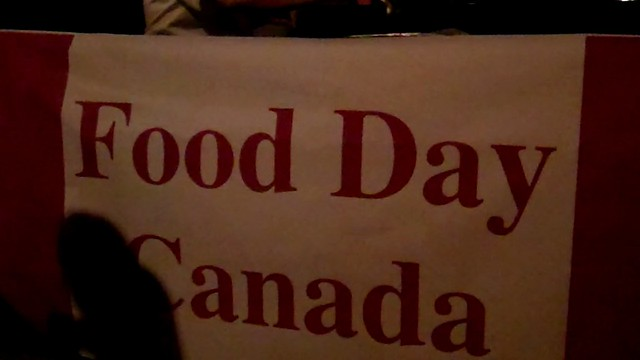 Food Day Canada in Niagara on the Lake - Flash Food Mob - 30 July 2011 - NiagaraWatch.com