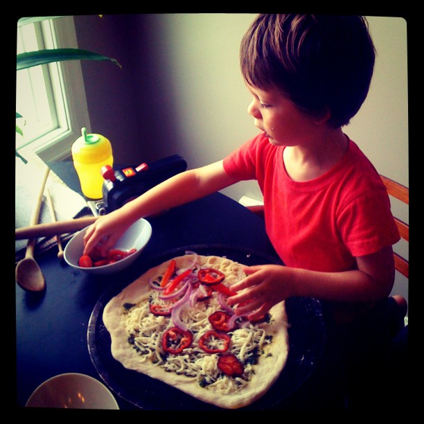 pizza night chez toddler: cute chaos