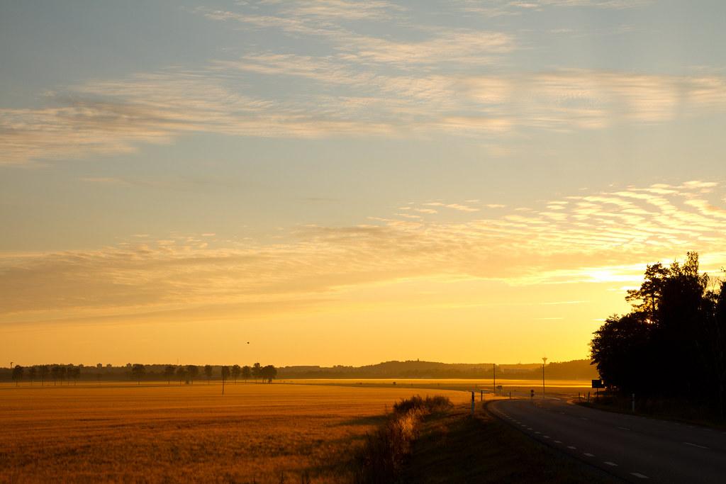 Fält utanför Enköping i soluppgången