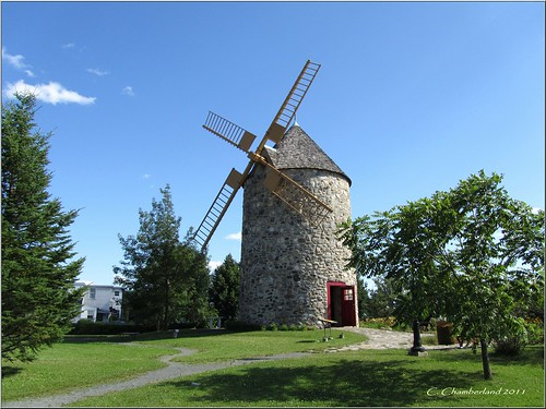 Le Moulin     ......        the mill