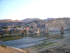 "Hasankeyf am Tigris • <a style=""font-size:0.8em;"" href=""http://www.flickr.com/photos/65713616@N03/6010688933/"" target=""_blank"">View on Flickr</a>"