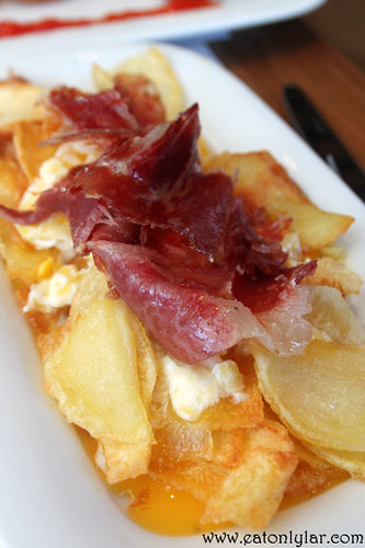 Fried eggs and potatoes with Iberian acorn ham, Tapa Tapa