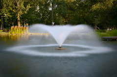 Fountain in the park (Siuloon) Tags: fountain springbrunnen brunnen fuente geyser spurt fontana fontaine fonte waterworks fontne mygearandme artistoftheyearlevel3 artistoftheyearlevel4