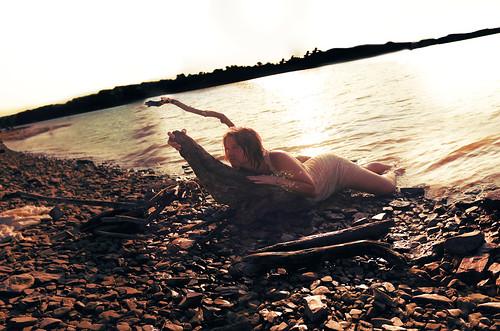 [フリー画像] 人物, 女性, 人と風景, 海, アメリカ人, 201108090900