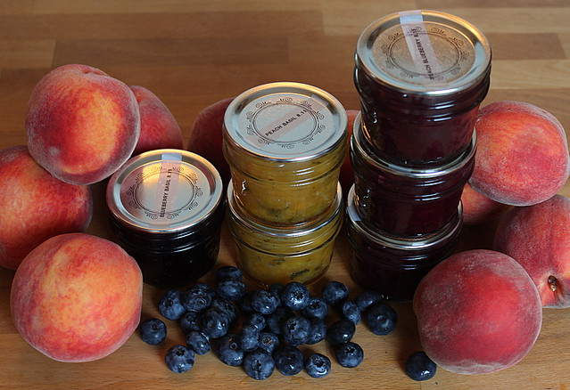 peach and bluberry jams