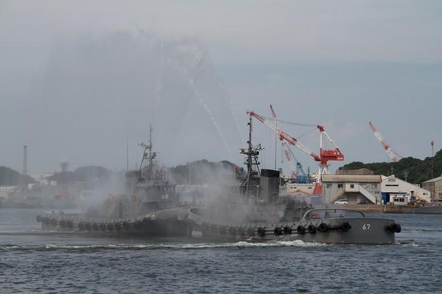 海上自衛隊 タグボート放水ショー