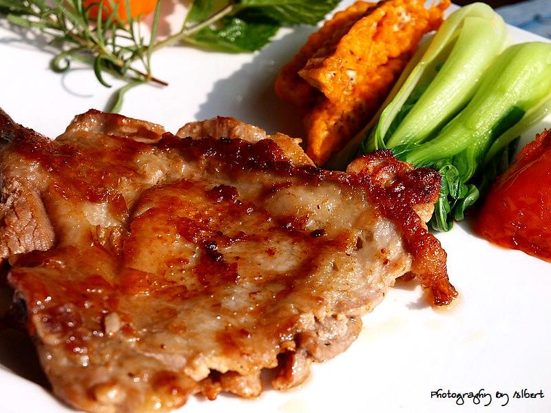 慈湖觀景台餐廳:林畔鄉村紅酒雞腿排
