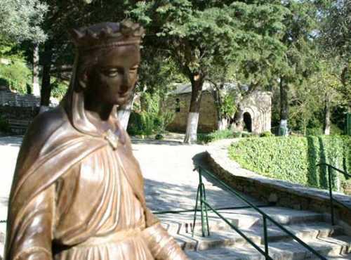 Estatua de Maria da la bienvenida