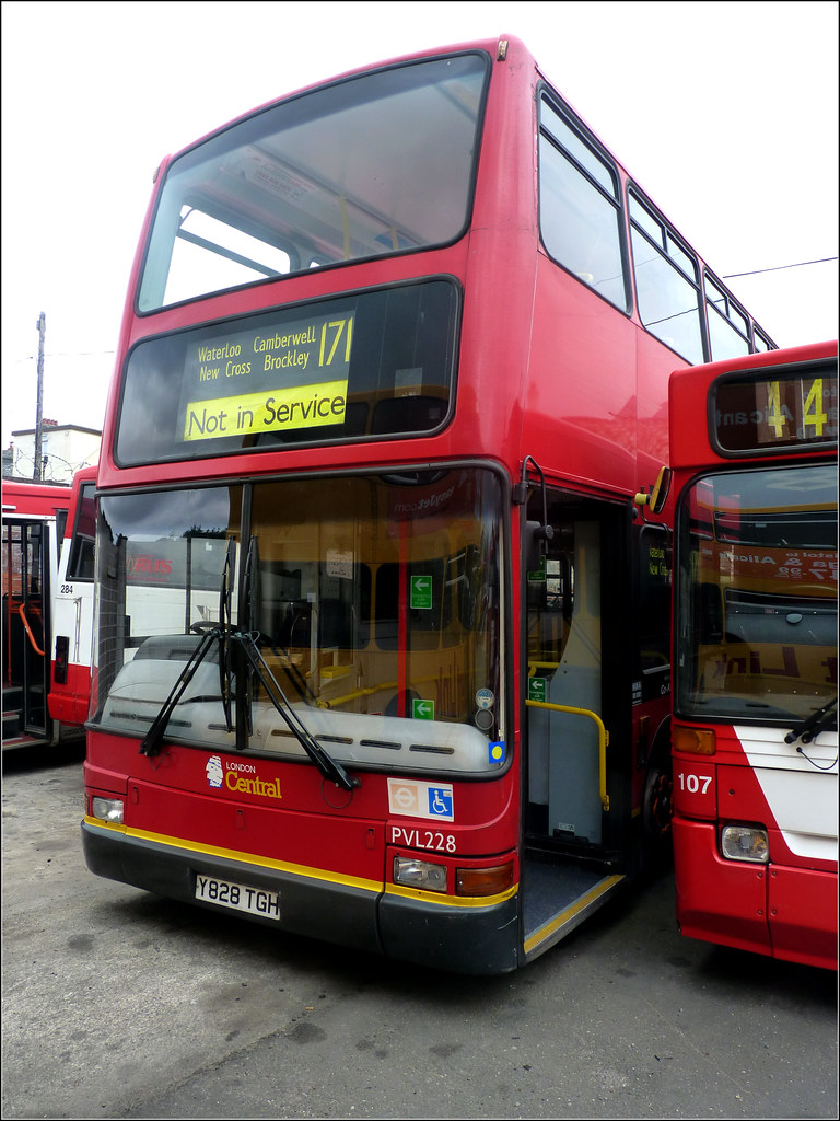 Plymouth Citybus 425 Y828TGH