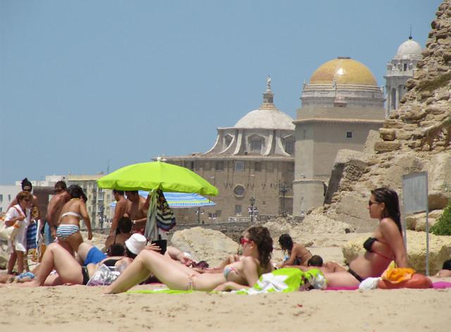 18 La Playa de Santa María del Mar Beach, Catedral de Santa Cruz de Cádiz
