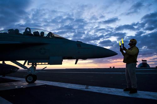 [フリー画像] 乗り物, 航空機, 戦闘機, F/A-18 ホーネット, F/A-18E/F スーパーホーネット, 201108170100