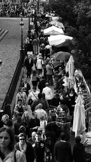 busy Festival time Mound steps 02